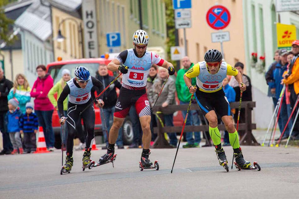 Auf Rollski ging es zu einem 10-Kilometer-Lauf durch das Stadtzentrum von Oberwiesenthal. (Archivbild)