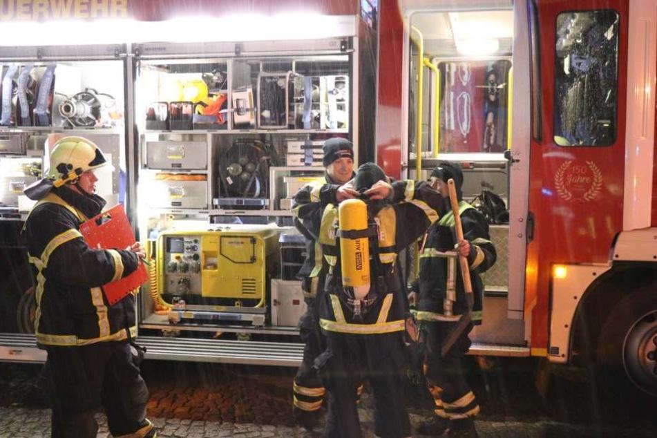 Mit einem Großaufgebot rückte die Wittenberger Feuerwehr am Montag in die Schillerstraße aus.