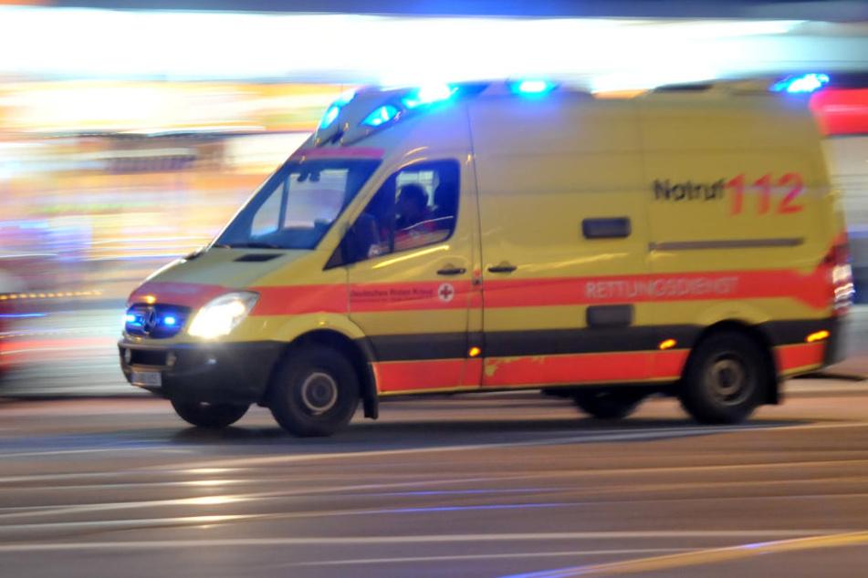 Der verletzte Junge wurde von den Rettungskräften in die Kinderklinik gebracht (Symbolbild).
