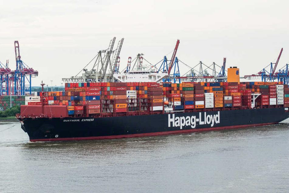 """Das Hapag-Lloyd-Containerschiff """"Guayaquil Express"""" fährt in den Hamburger Hafen ein. (Archivbild)"""