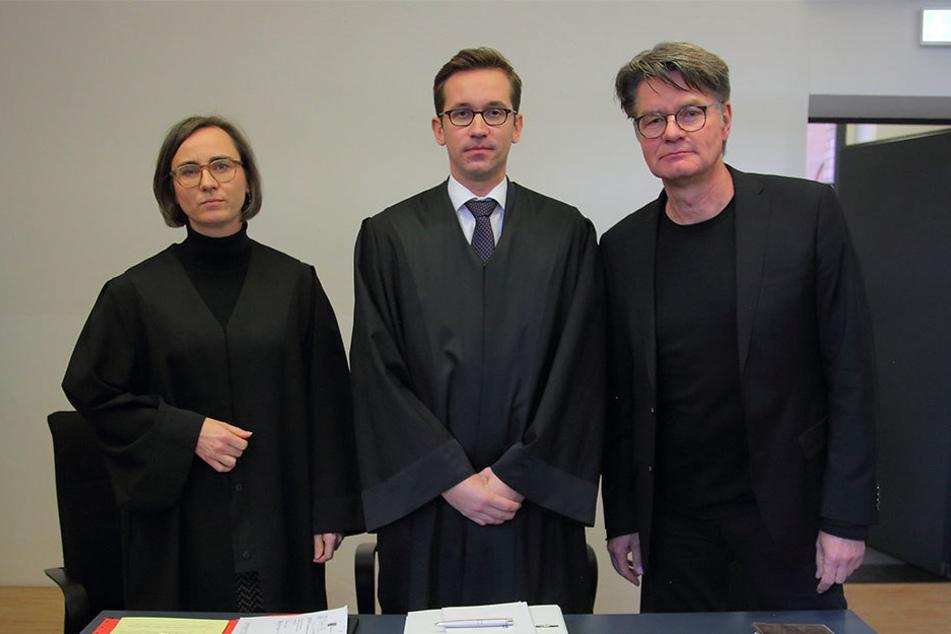 Die Anwälte Sabine Fuhrmann und Jonas Kahl kämpfen für Peter Escher (r.) im  Landgericht Dresden.