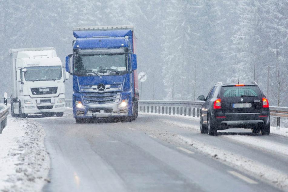 Wie der Deutsche Wetterdienstmitteilt, fällt in der Nacht zu Dienstag auch im Tiefland Schnee in Sachsen (Symboldbild).