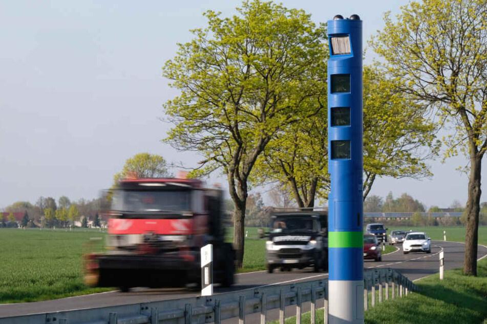 Die Mautpflicht für Lkw gilt ab diesem Sonntag auf allen Bundesstraßen.