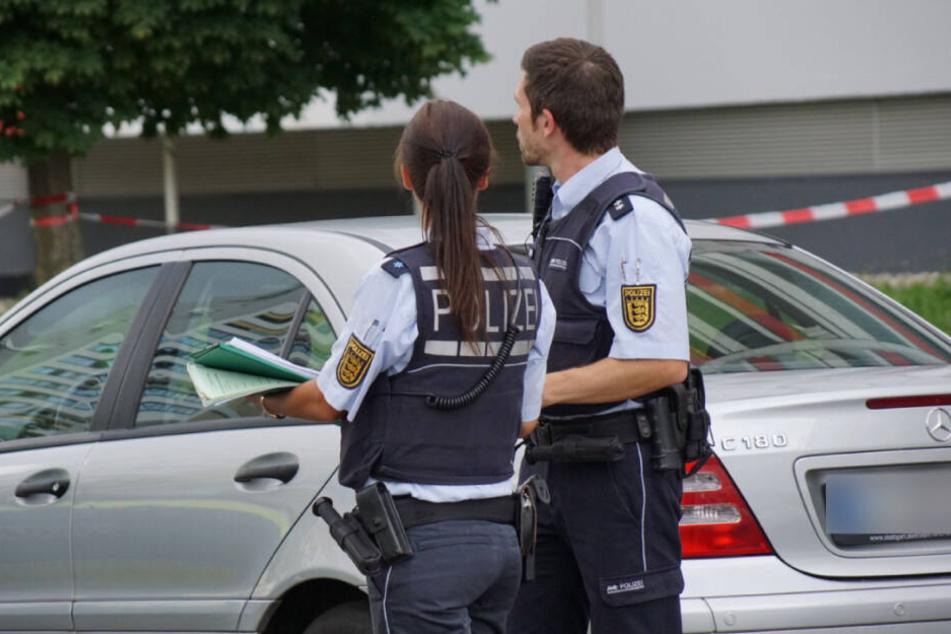 Polizisten am Mittwochabend vor Ort.