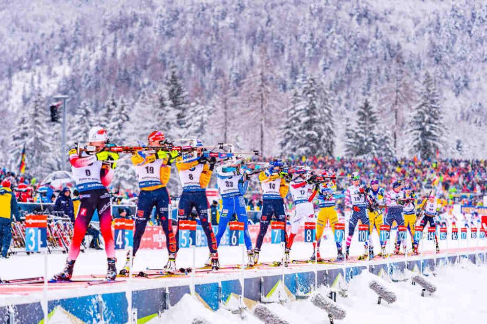 Der Schlüssel zum Erfolg ist für Denise Herrmann (2.v.l.) das Schießen. Aber in diesem Winter haben alle WM-Medaillen-Kandidaten Schwächen gezeigt.