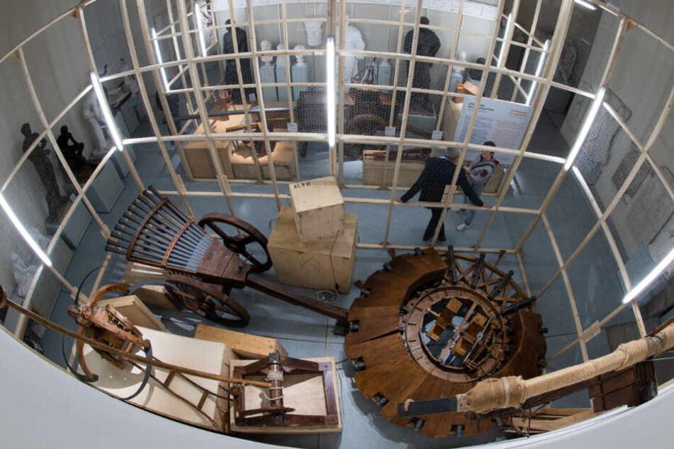 In der Ausstellung sind allerlei Kriegsmaschinen von Leonardo da Vinci ausgestellt.