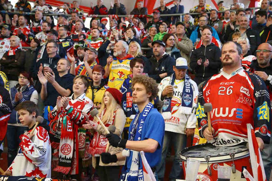 Nicht nur die Eispiraten-Fans stehen hinter Crimmitschau, sondern auch Anhänger aus  Dresden und Weißwasser.
