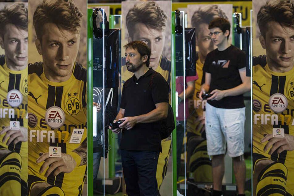Die Videospielreihe FIFA 17 hat nun einen neuen Kicker mit einer rührenden Geschichte im Angebot.