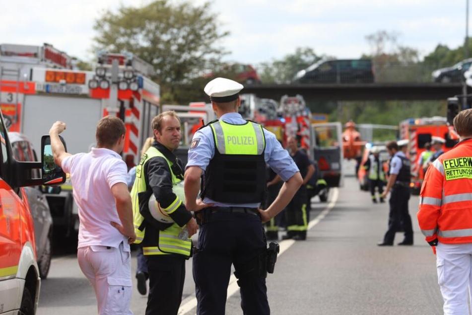 Mehrere Hundert Meter mitgeschleift: Kradfahrer (16) nach Horror-Unfall gestorben