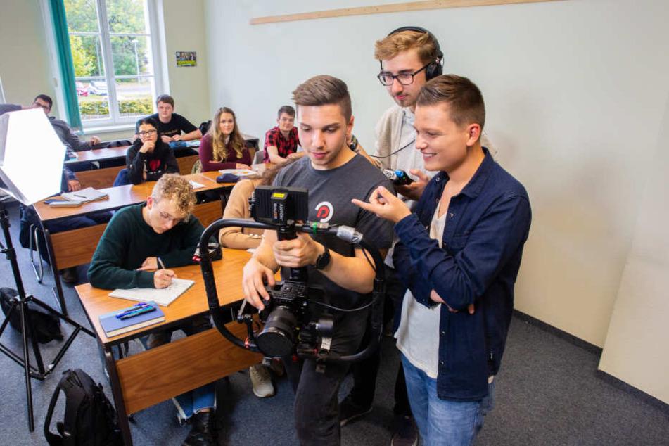 """Seit Herbst dreht Patrick Schmidl (rechts) mit seinem Team an den Videos für seinen Youtube-Kanal """"Erzgebirge Live""""."""