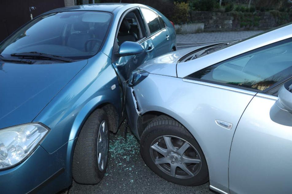 Die Lutherstraße musste gesperrt werden, beide Autofahrer wurden leicht verletzt.