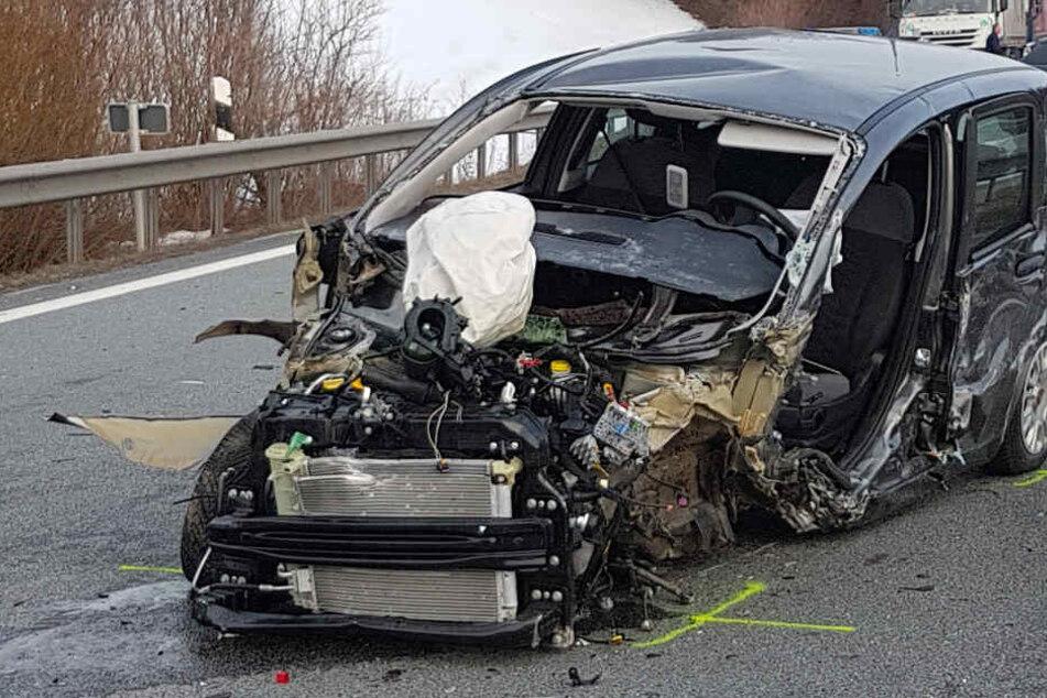 Horror-Crash auf A8: Geisterfahrer tot, fünf weitere Menschen teils schwer verletzt