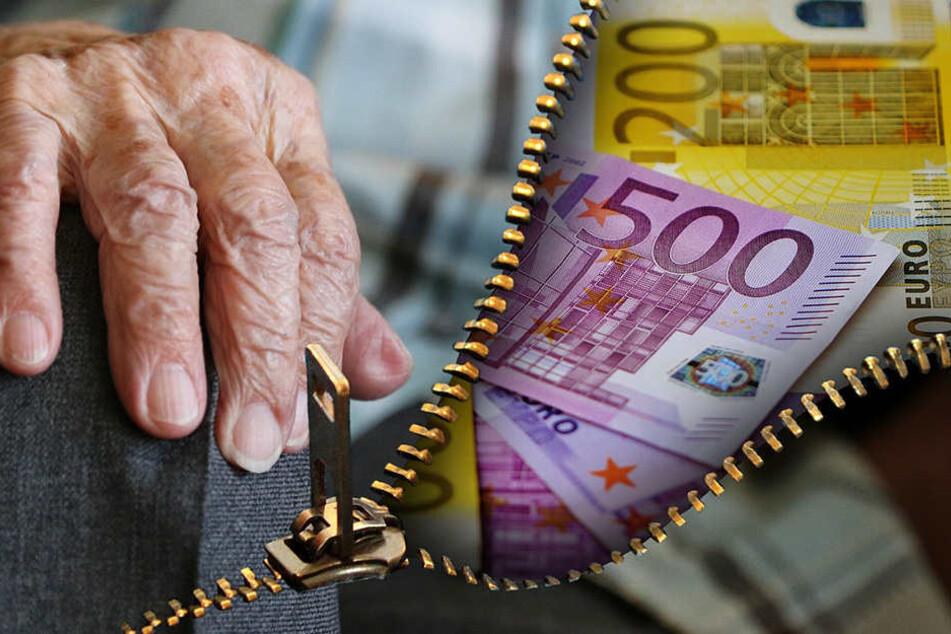 Einen Rentner aus Sennestadt fiel auf einen Trickbetrüger rein.