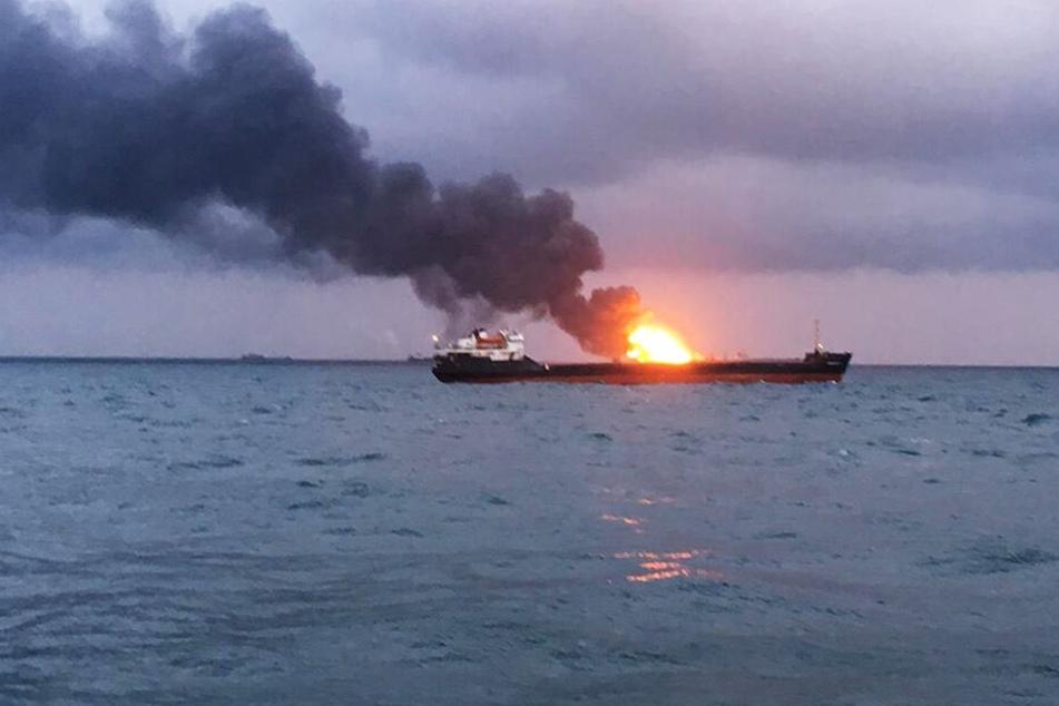 Beim Brand zweier Frachtschiffe vor der Südküste der Halbinsel Krim sind nach russischen Behördenangaben mindestens zehn Seeleute umgekommen.