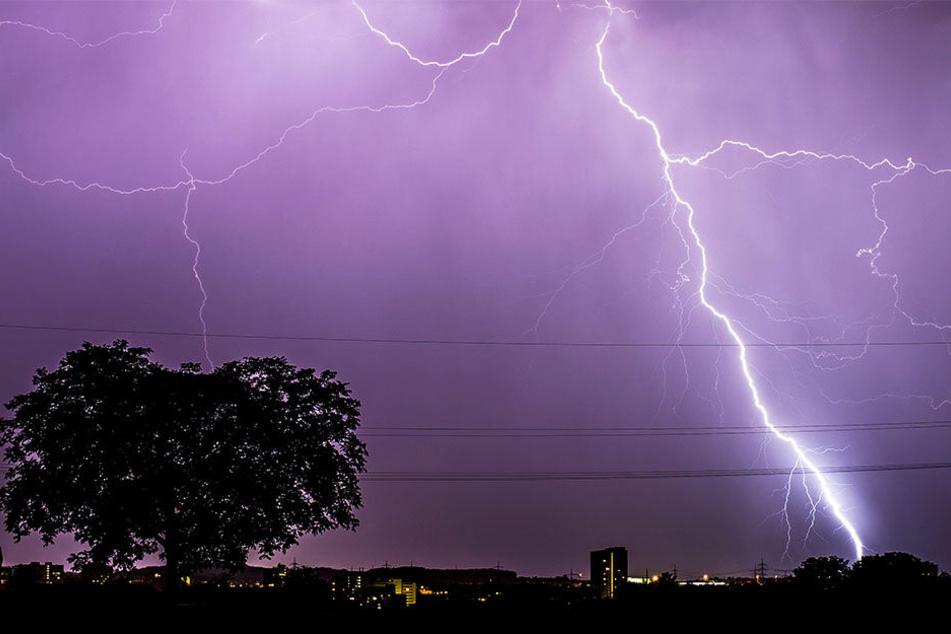 Mit Gewittern muss in ganz Deutschland gerechnet werden, so wie hier in Stuttgart.