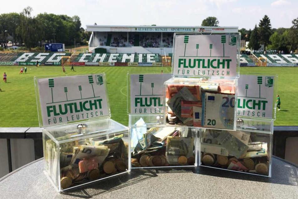 Insgesamt brachten die beiden Konzerte von Feine Sahne Fischfilet 5387,70 Euro für die Flutlichtanlage im Alfred-Kunze-Sportpark ein.