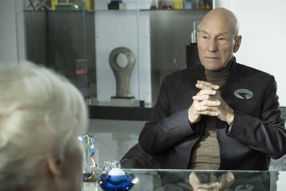 Kommandant Jean-Luc Picard (Sir Patrick Stewart) kehrt mit vorerst zehn Episoden zurück auf die Monitore.