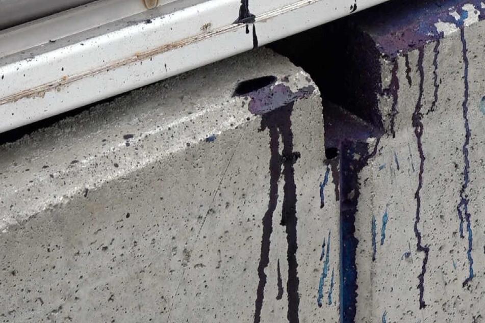 Durch die Explosion platzte eine Farbpatrone und spritzte in alle Richtungen.