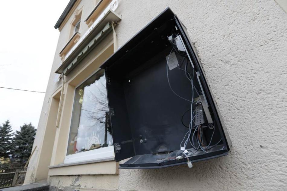 In Uhlstädt-Kirchhasel haben Unbekannte einen Zigarettenautomat gesprengt. (Symbolbild)