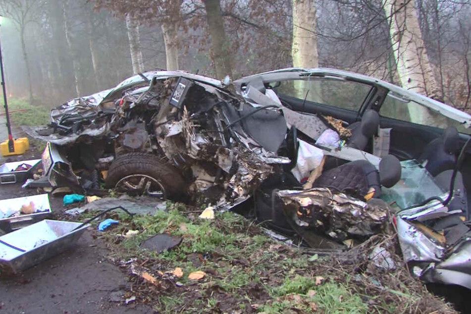 Der Ford wurde bei dem Unfall völlig zerstört.