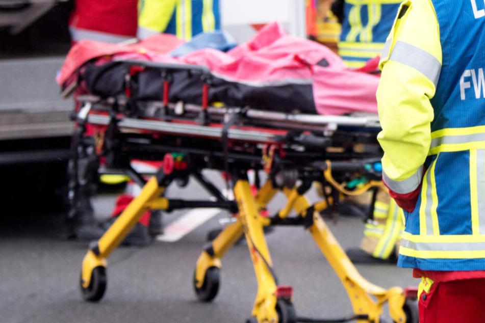Tödlicher Unfall auf Bundesstraße: Frau stirbt bei Frontal-Crash mit Lkw