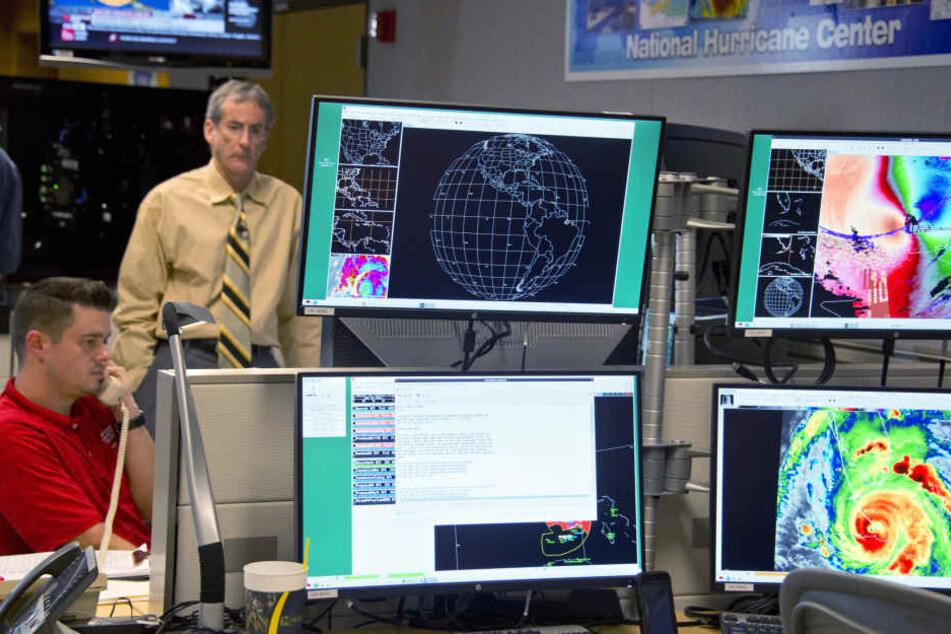 """Im """"National Hurricane Center"""" herrscht Schockstarre."""