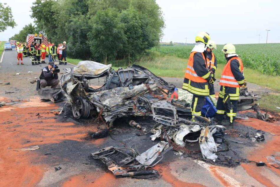 Der Wagen verbrannte vollständig.