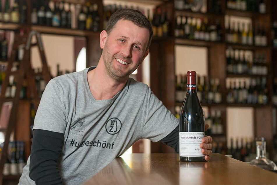 Sommelier Jens Pitzonka (45) freut sich, dass er seinen Gästen ganz besondere Burgunder einschenken kann.