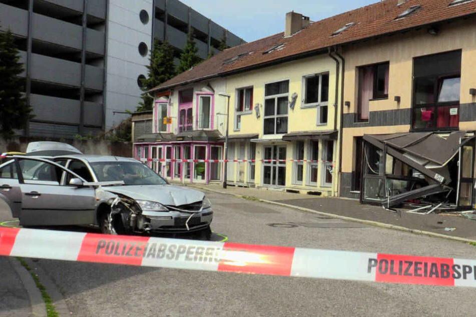 Auto in Bordell gesteuert und Frau schwer verletzt: Täter in U-Haft