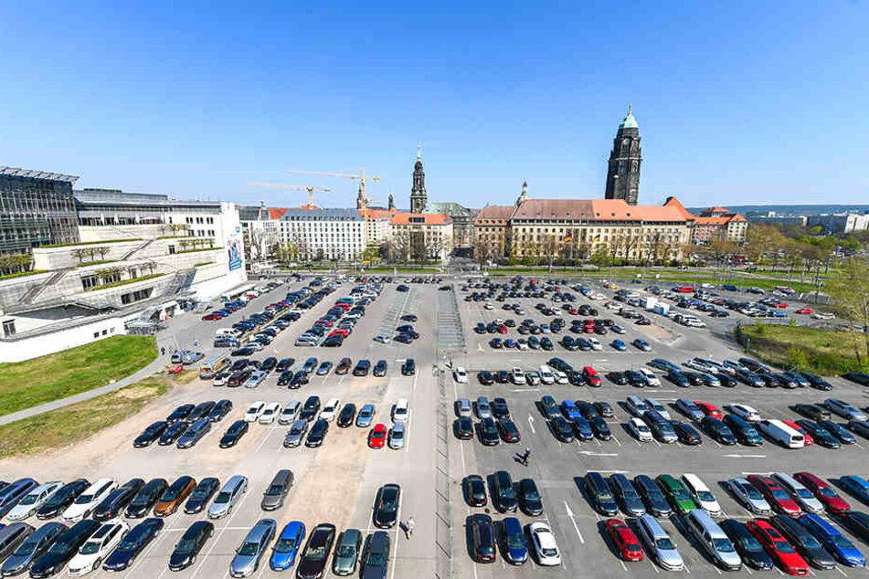 Autofahrer aufgepasst: Ab Sonnabend fallen Parkplätze auf dem Ferdinandplatz weg