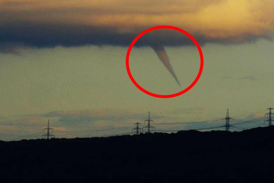 Ist hier ein Tornado am Himmel zu sehen?