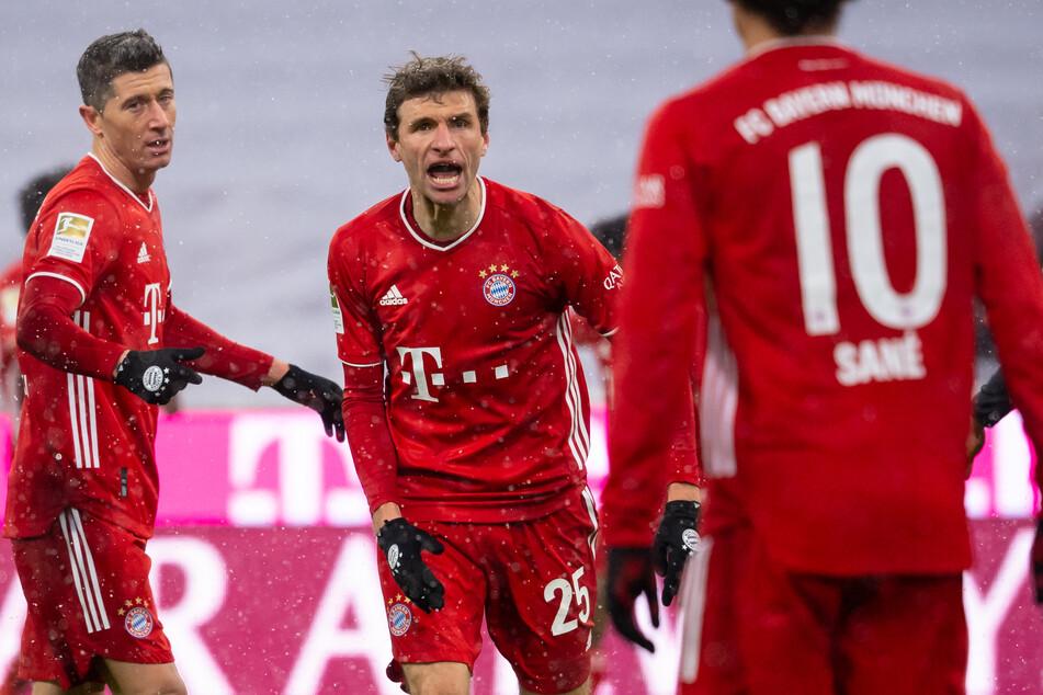 Thomas Müller (M.) sorgte mit seinem Treffer am 16. Spieltag der Bundesliga für den Sieg des FC Bayern München gegen den SC Freiburg.