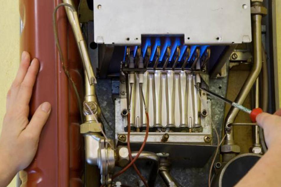 Vermutlich war Kohlenmonoxid aus einer defekten Gastherme im Keller ausgetreten. (Symbolbild)