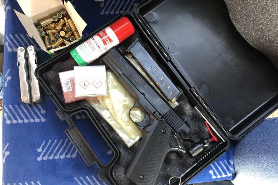 Die Schreckschuss-Waffe wurde beschlagnahmt.