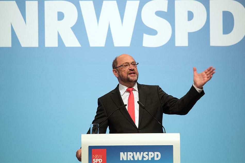 Bei dem Landesparteitag in Duisburg sprach sich Martin Schulz (61) gegen die Pläne von CDU und FDP aus.