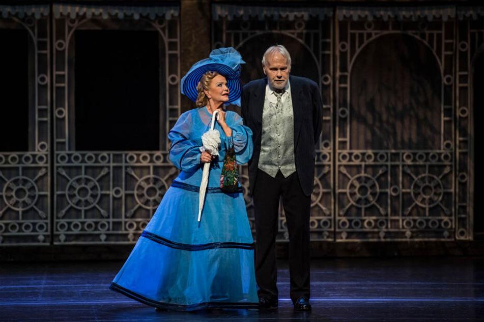 """Gunther Emmerlich (75) kommt am Sonntag für ein Konzert ins Chemnitzer Opernhaus. Hier spielte er zuletzt den Oberst Pickering in """"My Fair Lady"""" (mit Dorit Gäbler als Mutter Higgins)."""