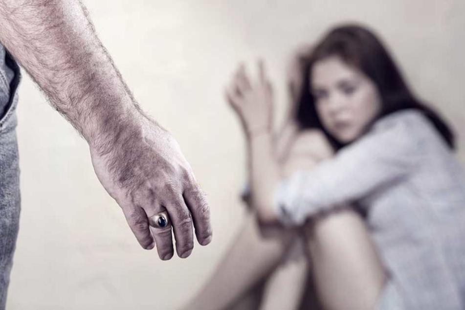 Der Vater missbrauchte über Jahre seine Tochter (Symbolbild).