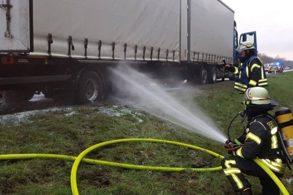 Brennender Laster sorgt für Verkehrs-Chaos auf Autobahn