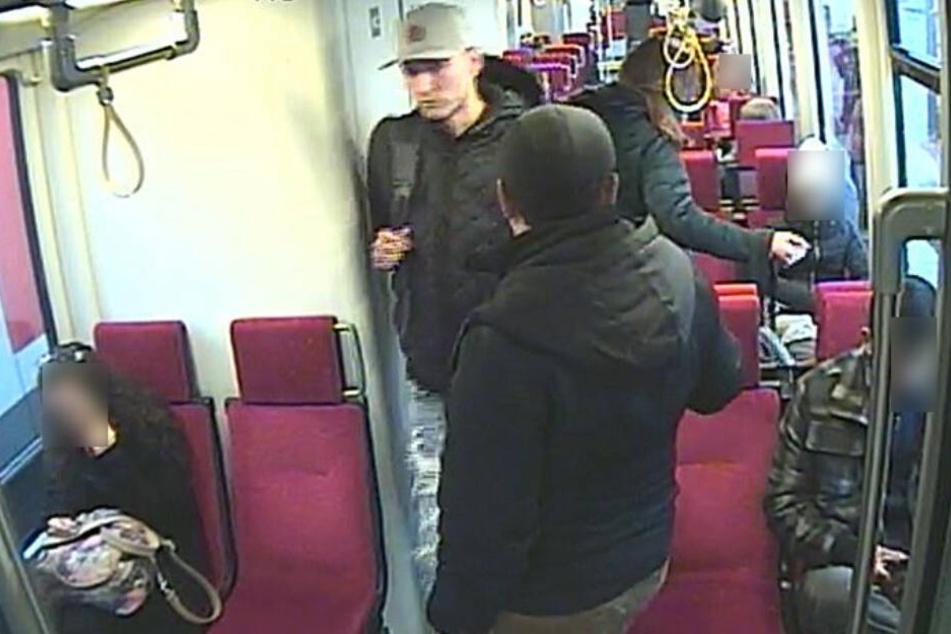 Die Polizei sucht diesen Mann mit der weißen Basecap.