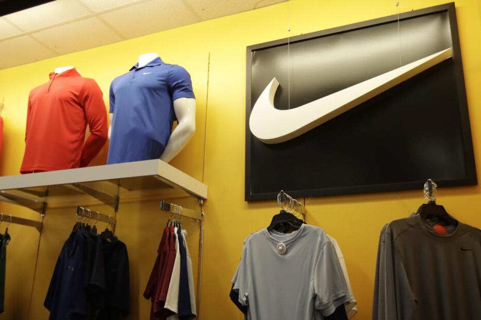 Nike Kleidung ist in einem Kohl's Store ausgestellt. Der weltgrößte Sportartikelhersteller Nike stellt seine Aktionäre auf Geschäftseinbußen in China wegen der Coronavirus-Epidemie ein.