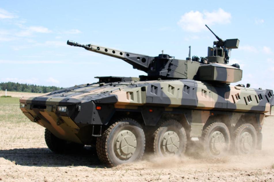"""Der """"Boxer"""" ist ein gepanzerter Transportwagen."""