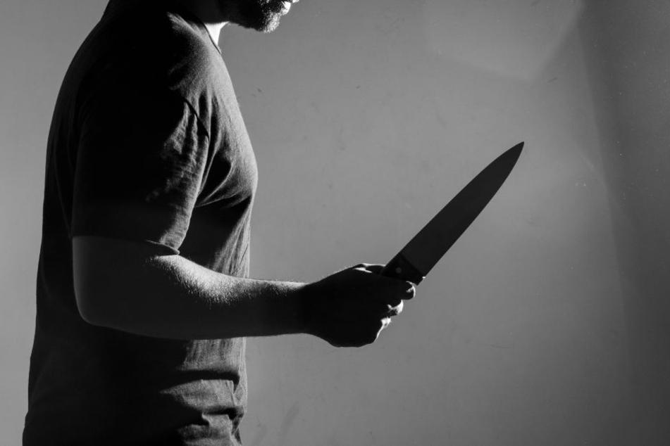 Nach einer Messerattacke wurde der Tatverdächtige in eine psychiatrische Klinik eingewiesen (Symbolbild).
