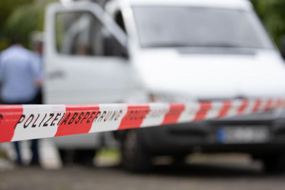Weil sie ausgehen wollte? Mann (64) nach tödlichem Messer-Angriff gegen 24-Jährige vor Gericht
