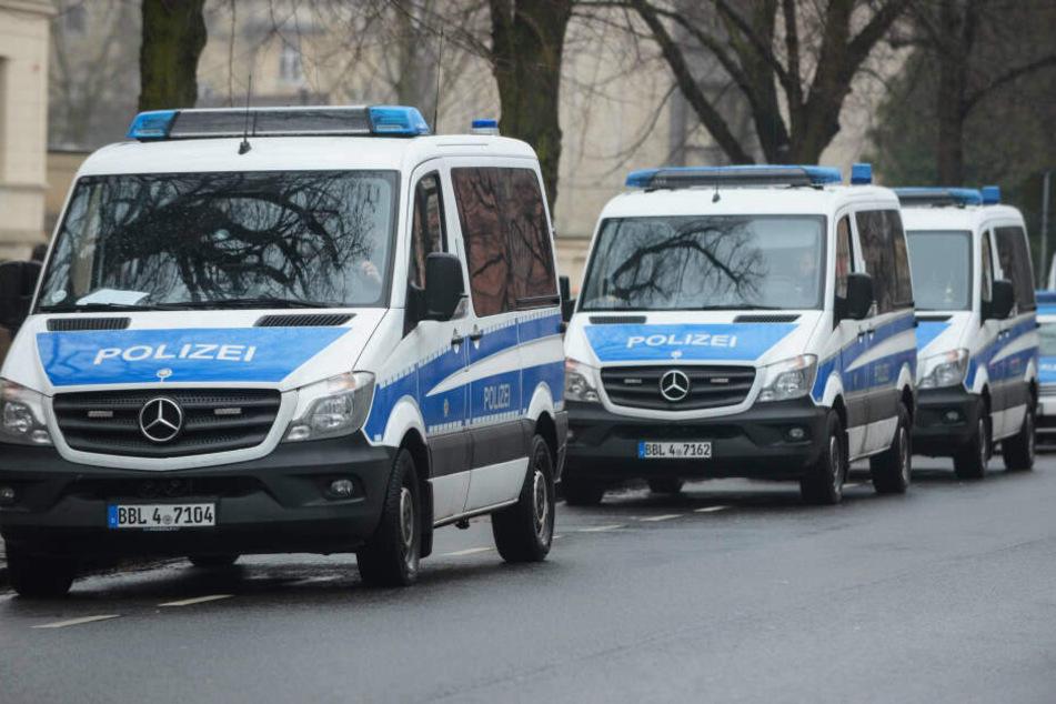 Die Polizei ist mit mehreren Einsatzkräften vor Ort. (Symbolbild)