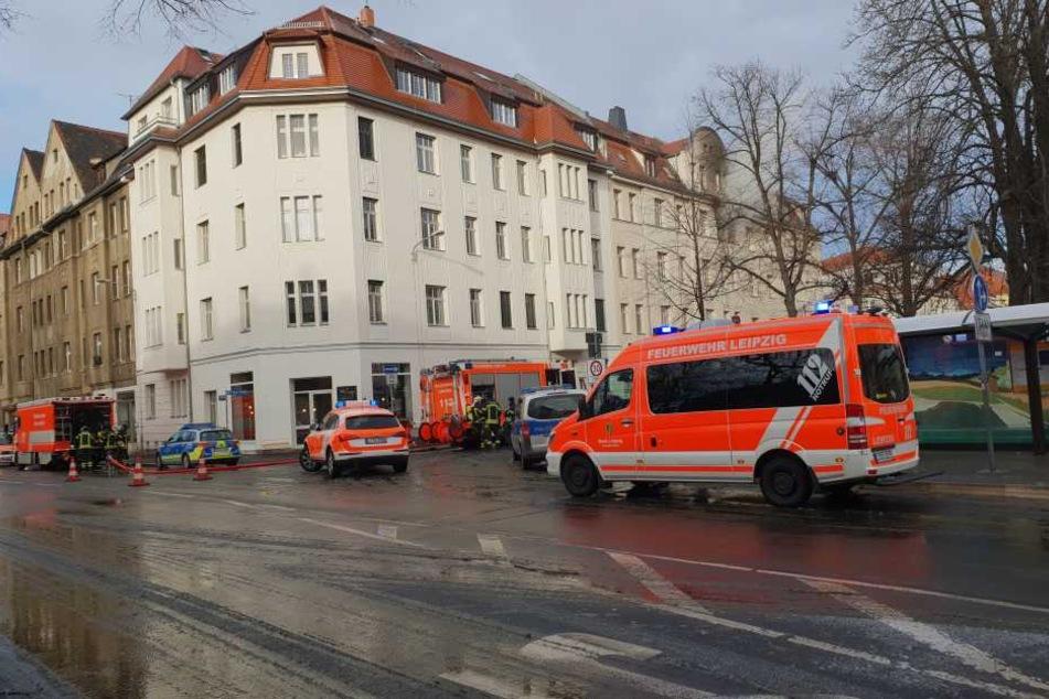 Mehrere Feuerwehren der Stadt Leipzig, Rettungswagen und ein Notarzt kamen zum Einsatz.