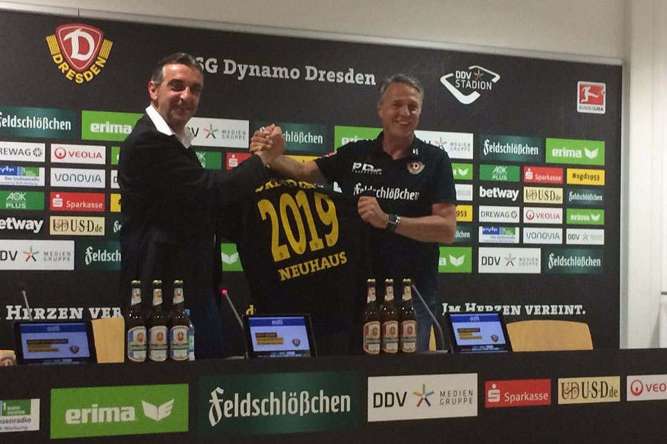 Was für eine freudige Dynamo-Nachricht. Der Vertrag mit Trainer Uwe Neuhaus wurde vorzeitig bis 2019 verlängert.