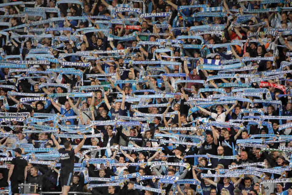Jubelnde Fans in der Südkurve: Dieses Bild wird es beim Spiel gegen Meuselwitz nicht geben.