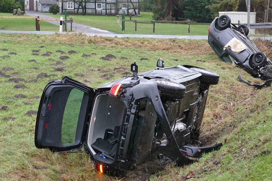 Beide Autos landeten im Graben.