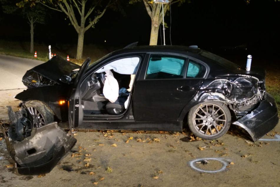 Der 20 Jahre alte Fahrer stand unter Alkohol als er in einer Kurve mit seinem BMW ausbrach und mehrere Crashs hinlegte.