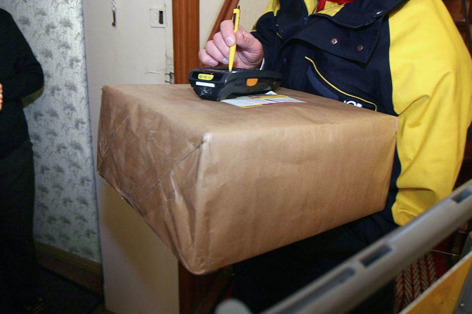 Gefesselt und geknebelt! Falsche Paketboten überfallen Rentnerin
